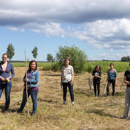 """Pļavu kopšana dabas lieguma """"Vecdaugava"""" pļavās 26.06.2018."""